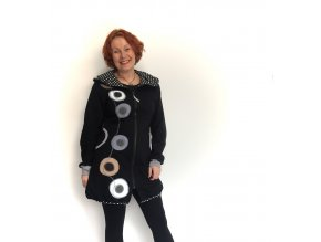 Kabátek s kapucí,balónový efekt, výrazná aplikace