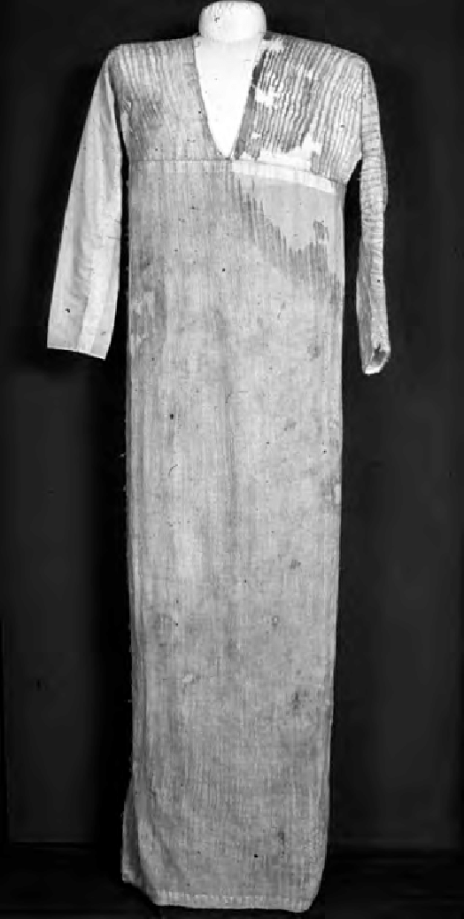 Crimpled-dress-Deshasheh-Fifth-Dynasty-UC-31183-courtesy-of-the-Petrie-Museum