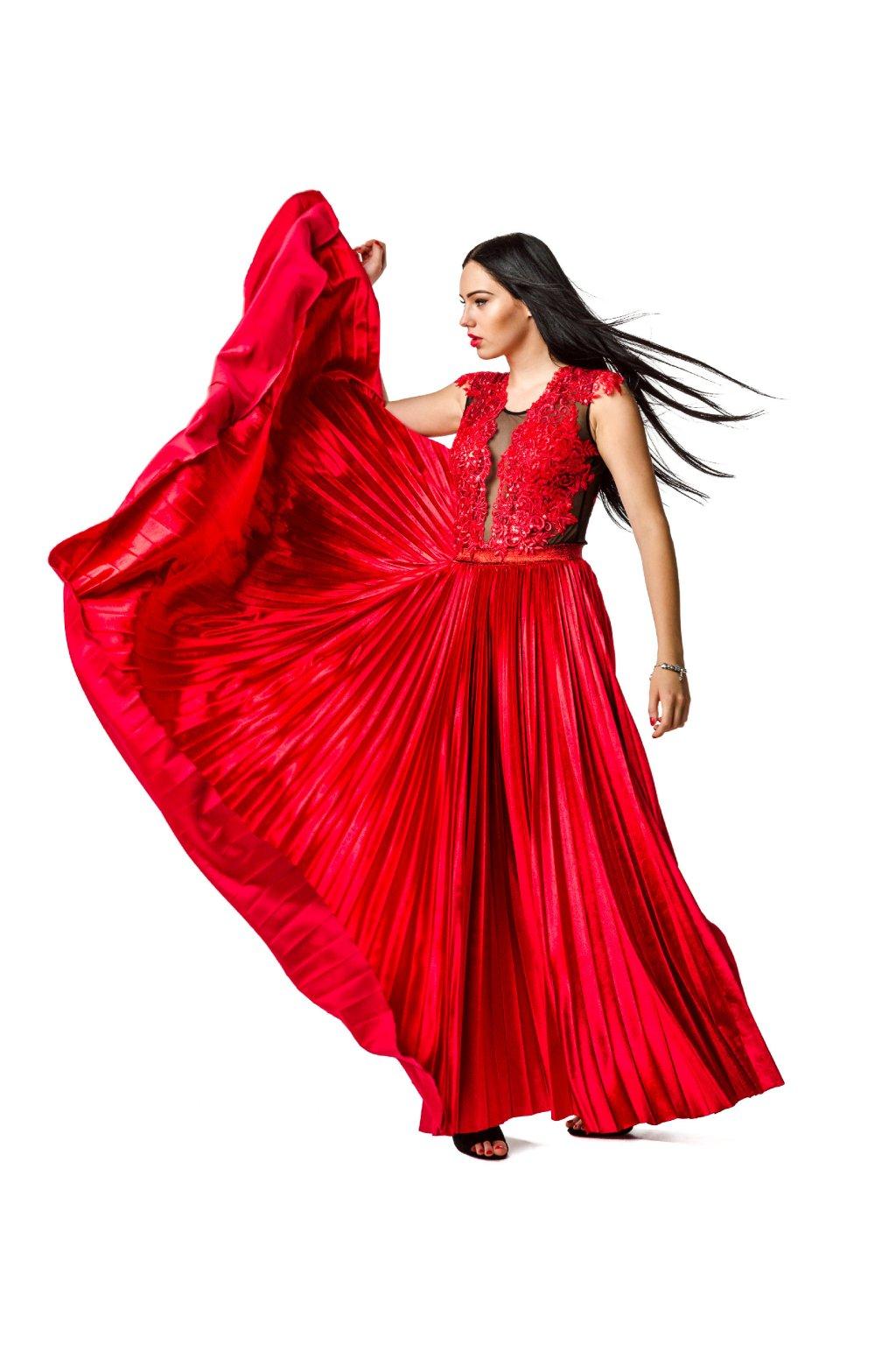ručne plisovaná sukňa, plisovaná sukňa, šaty na ples, pleasové šaty, šaty na stužkovú, šaty pre družičku, plisovaná sukňa pre družičku, maxi plisovaná sukňa, maxi sukňa, maxi sukňa červená, sexy body, sexi body, bodyčko, jankiv siblings, plisovaná sukňa na ples