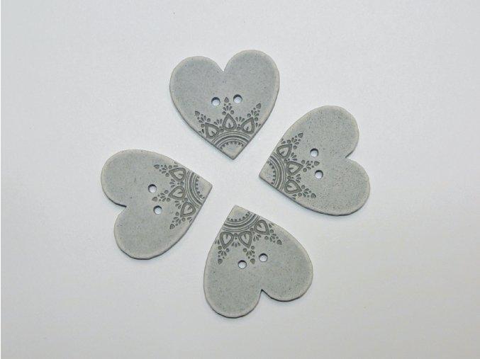 Knoflík srdce s ornamenty šedé velké