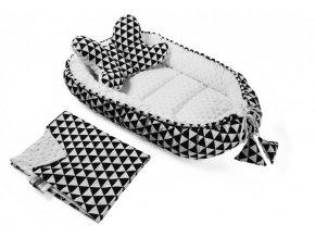 trojúhelníky černé