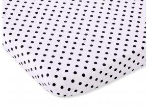 černé puntíčky na bílé