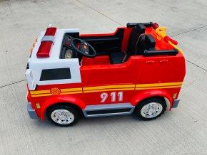 Elektrické autíčko - hasiči s funkčným interkomom, majákmi a vodným delom