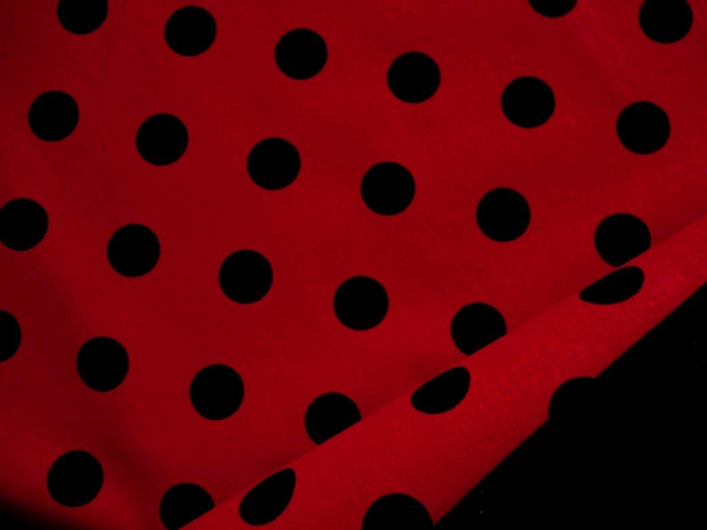 Beruška - černý puntík - červená látka - metráž