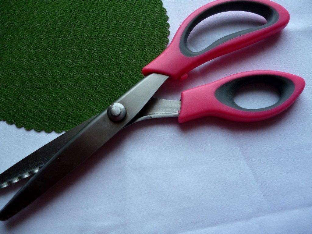 P1040858 nůžky s látkou 1050 787