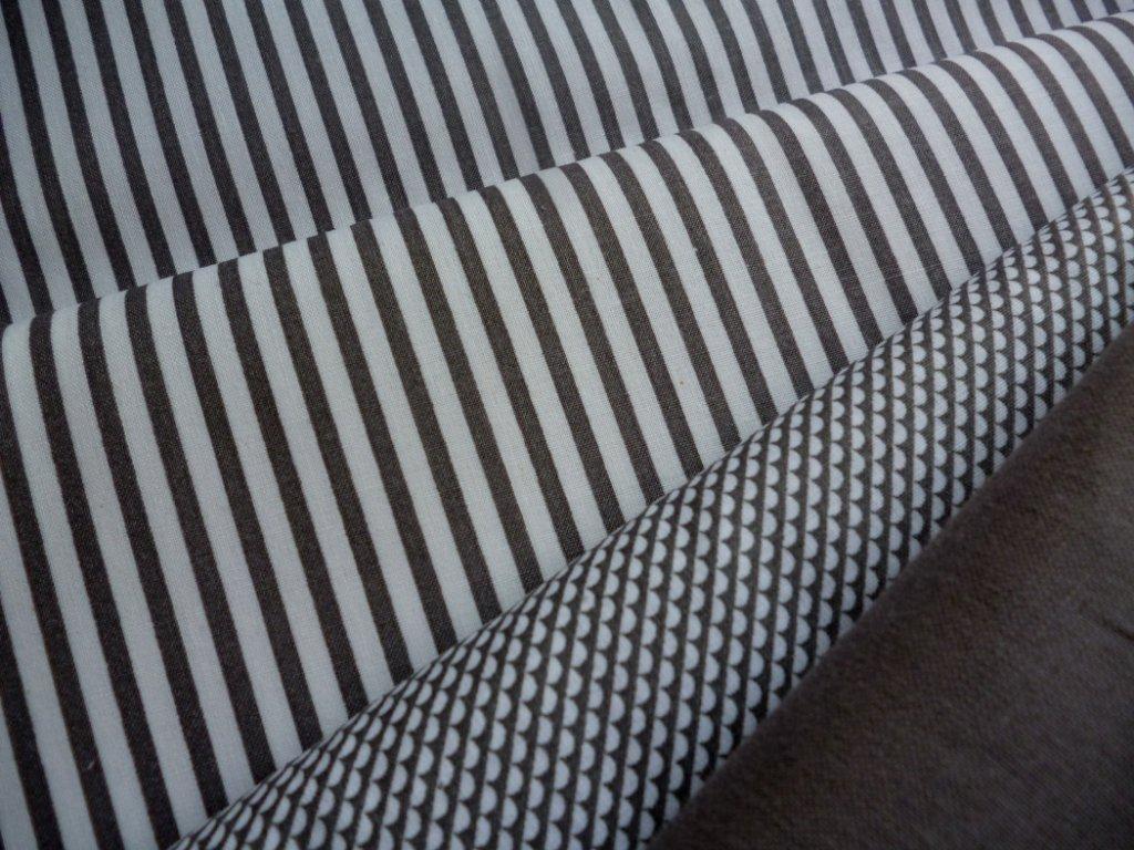 P1050080 proužky,obloučky,šedá