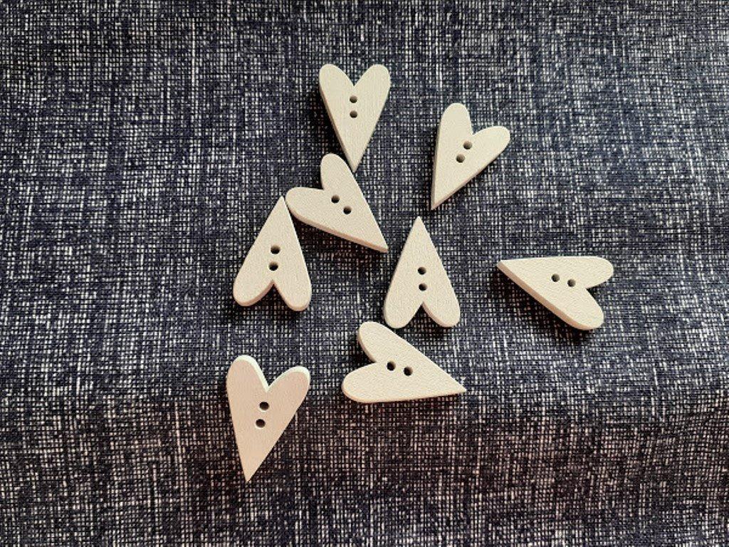 knoflik srdce dreveny bily3