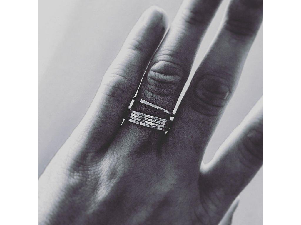 Tenké tepané prstýnky- set pěti prstýnků