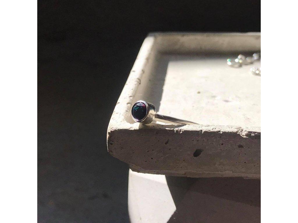 Stříbrný prsten s černým opálem