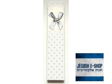 Papírová krabička s mašlí na náramek