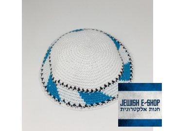 Bílá háčkovaná jarmulka se světle modrými detaily