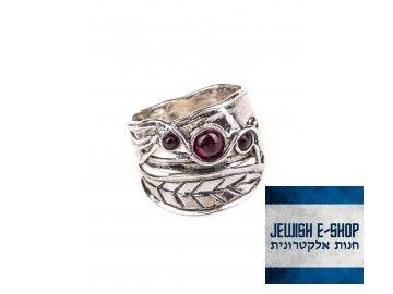 Stříbrný prsten s granáty a lístkovým motivem - Velikost 9
