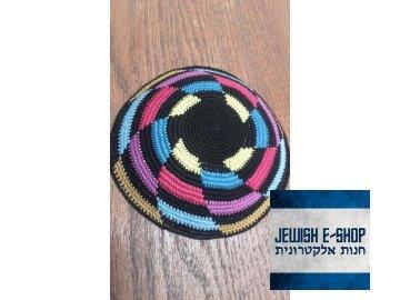 Háčkovaná jarmulka - černá s barvami