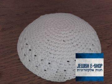 Háčkovaná jarmulka bílá
