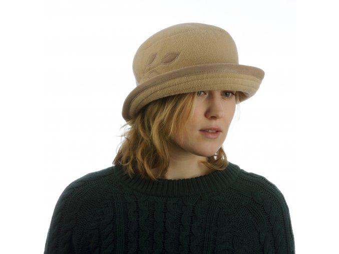Elegantní dámský klobouk s lístky