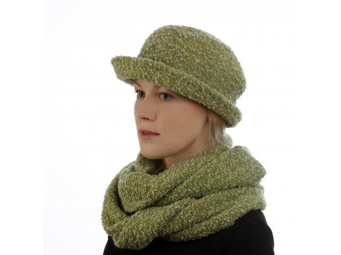 Zelený klobouk z úpletu s nopky