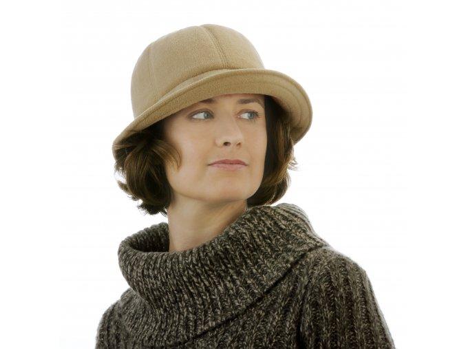 Béžový klobouk z pleteniny