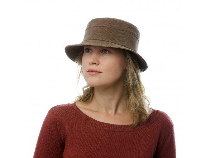 Dámský klobouk zmanchesteru srovnou střechou