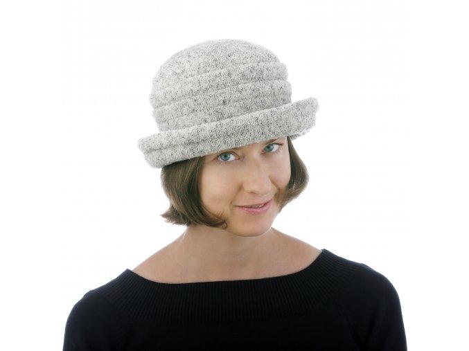 Dámský zimní klobouk s podšívkou