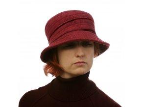 Vínový klobouk se sametkami