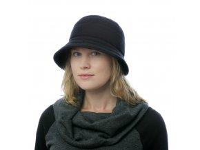 Černý dámský klobouk pro zimní počasí skulatým dýnkem