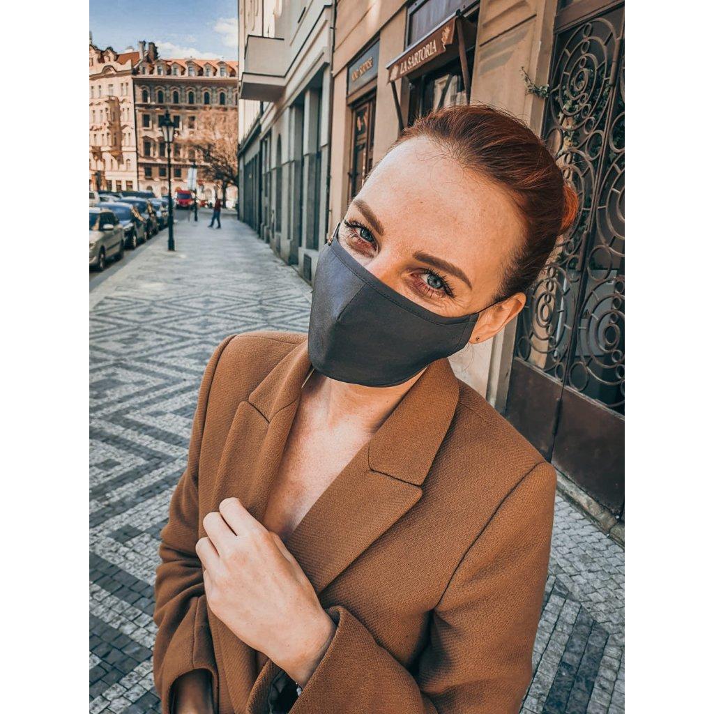 Designérská, hedvábná maska - šedá
