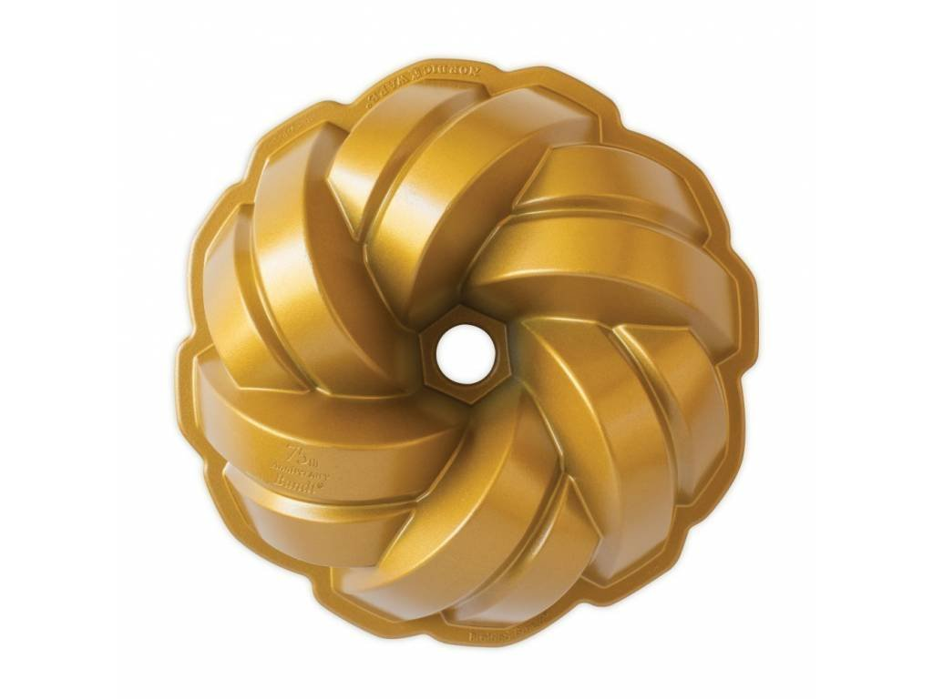 Nordic Ware forma na bábovku BRAIDED 75. zlatá, 12 cup