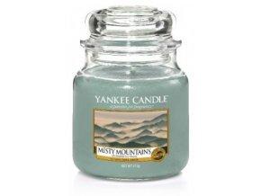 Svíčka Classic střední MISTY MOUNTAINS Yankee Candle