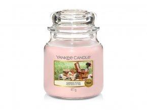 Svíčka Classic střední GARDEN PICNIC Yankee Candle
