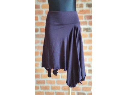 Lucy cípatá sukně na vystavení (1)
