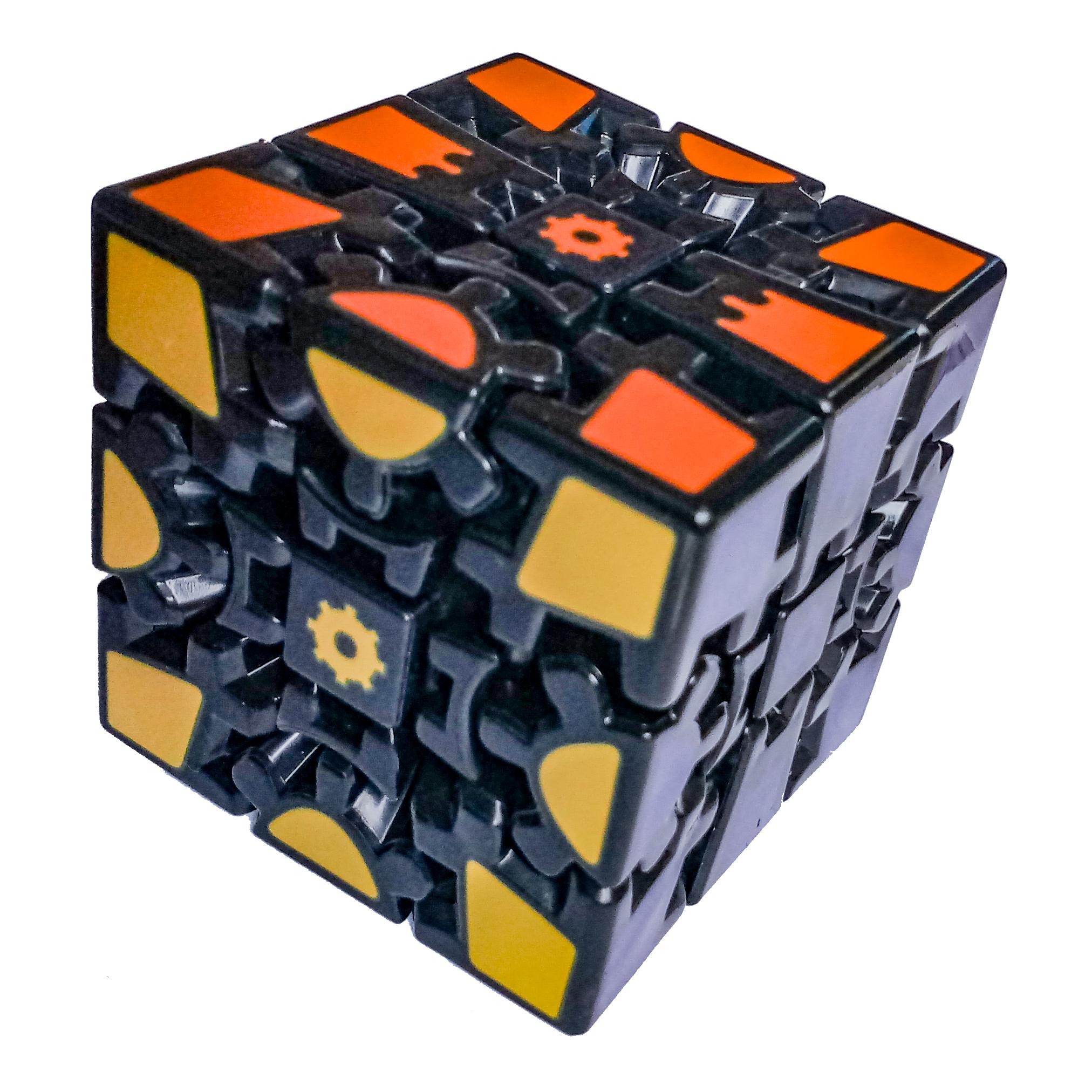 Rubikova kostka - Gear cube