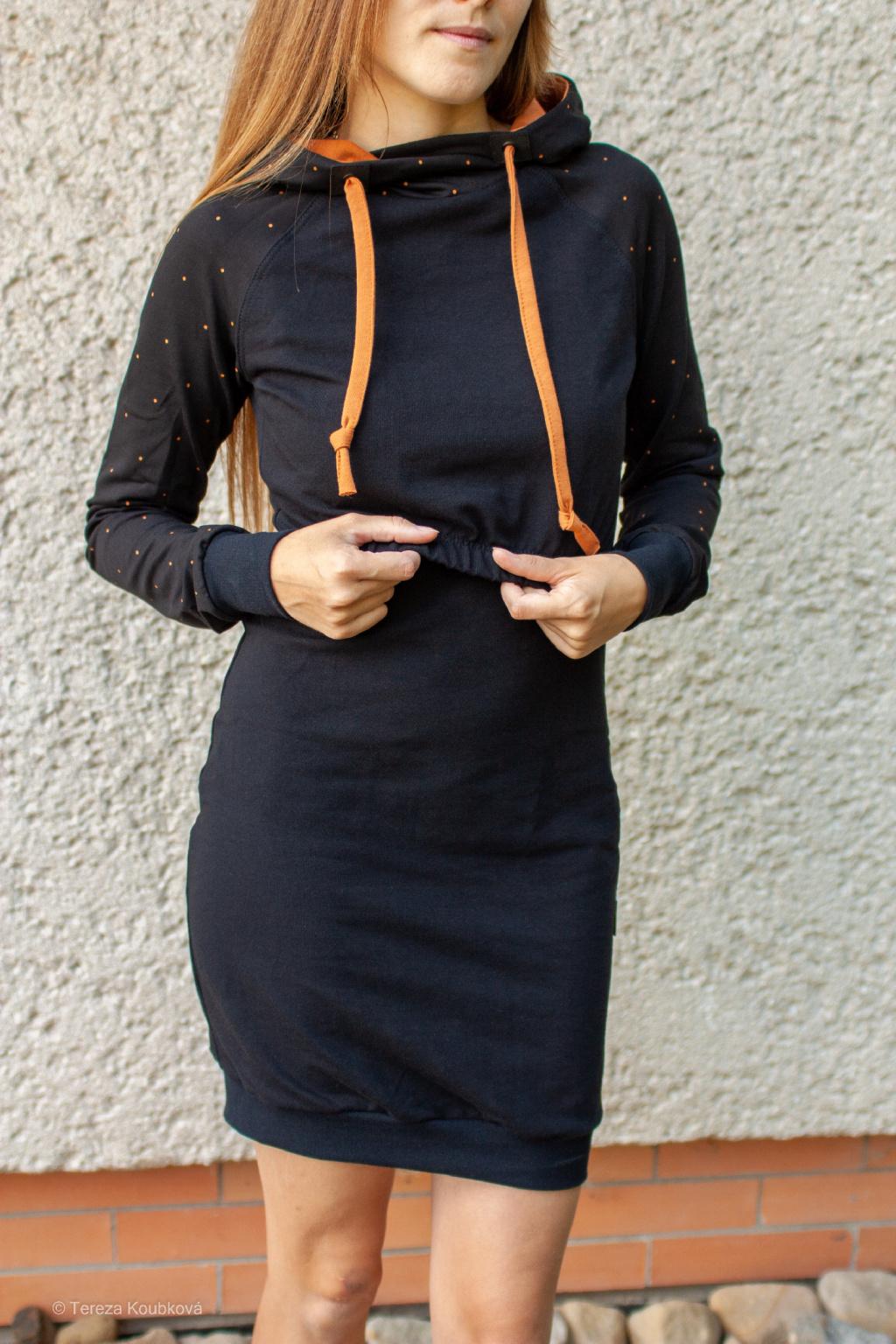 Kojicí mikinové šaty Jsem máma, skořicový puntík