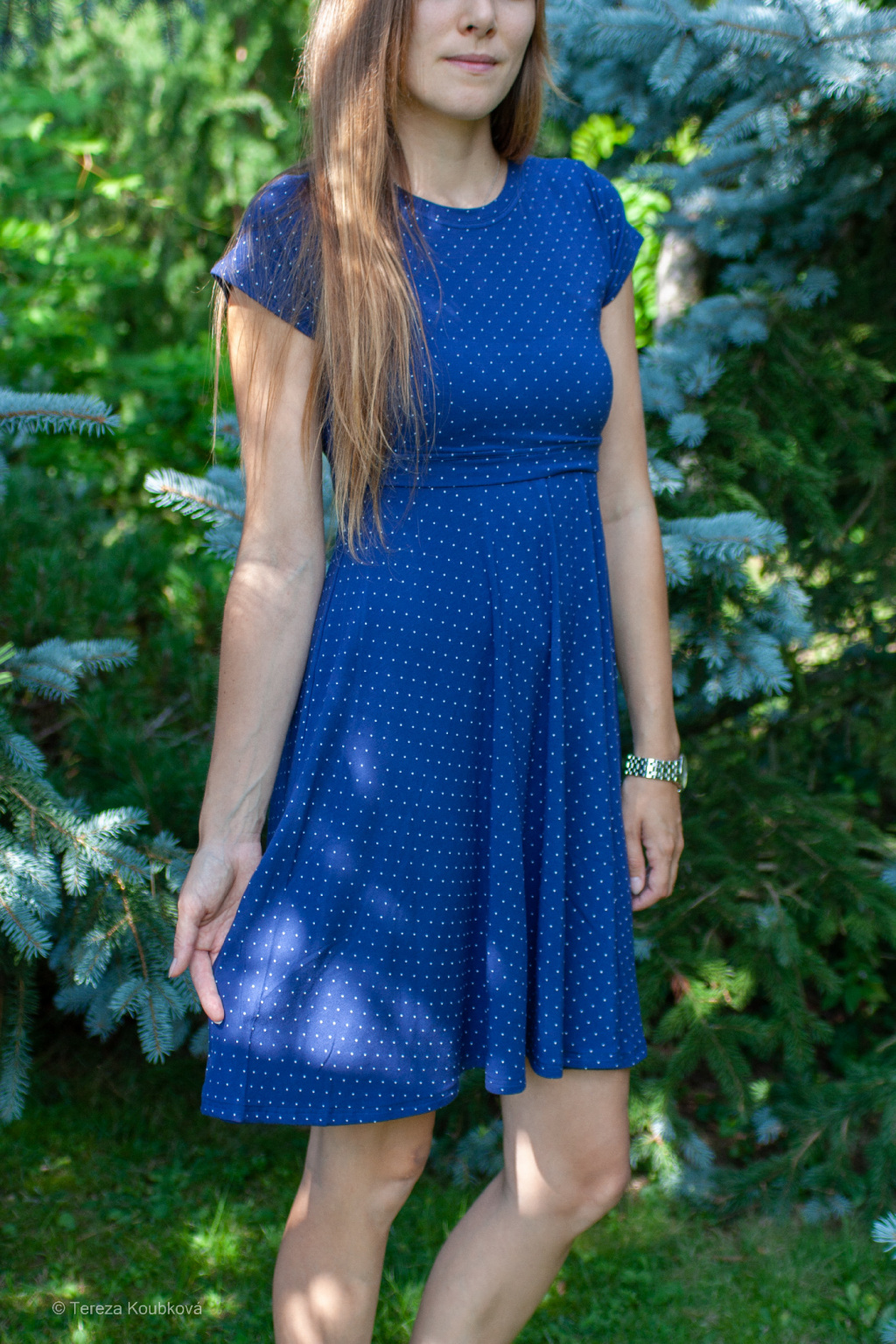 Bambusové kojicí šaty Jsem máma, modré s puntíky, prodloužené