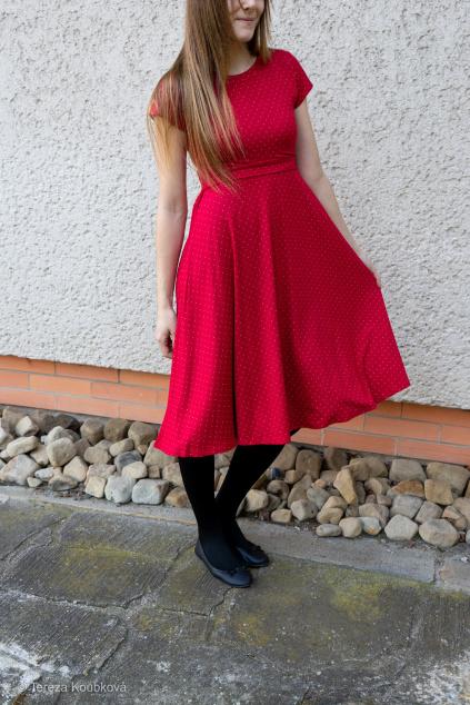 Bambusové kojicí šaty Jsem máma, červené s puntíky, prodloužené