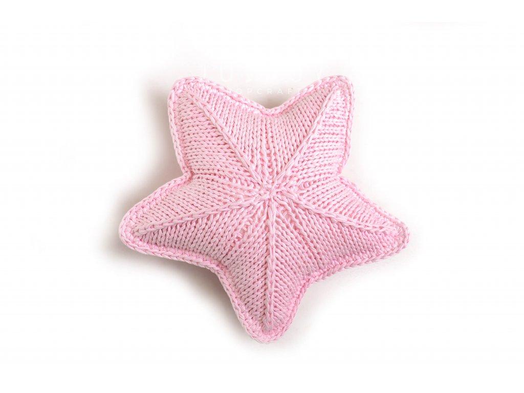 Ručně pletený polštář ve tvaru hvězdy