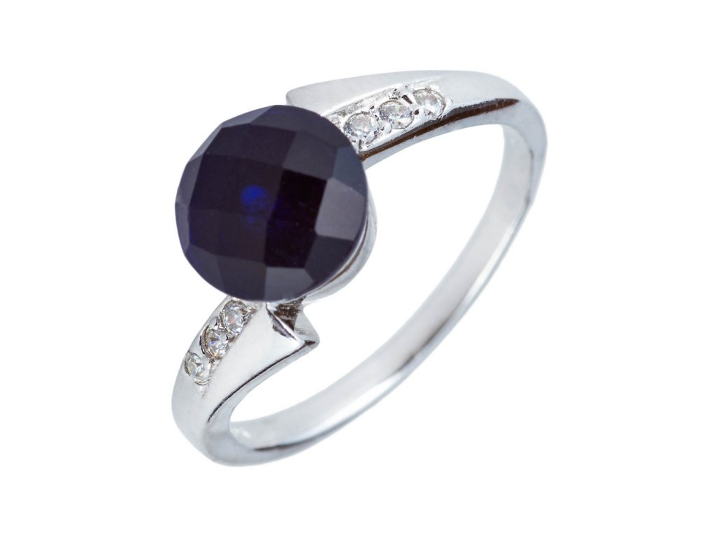 Stříbrný prsten s tmavým safírem a zirkony