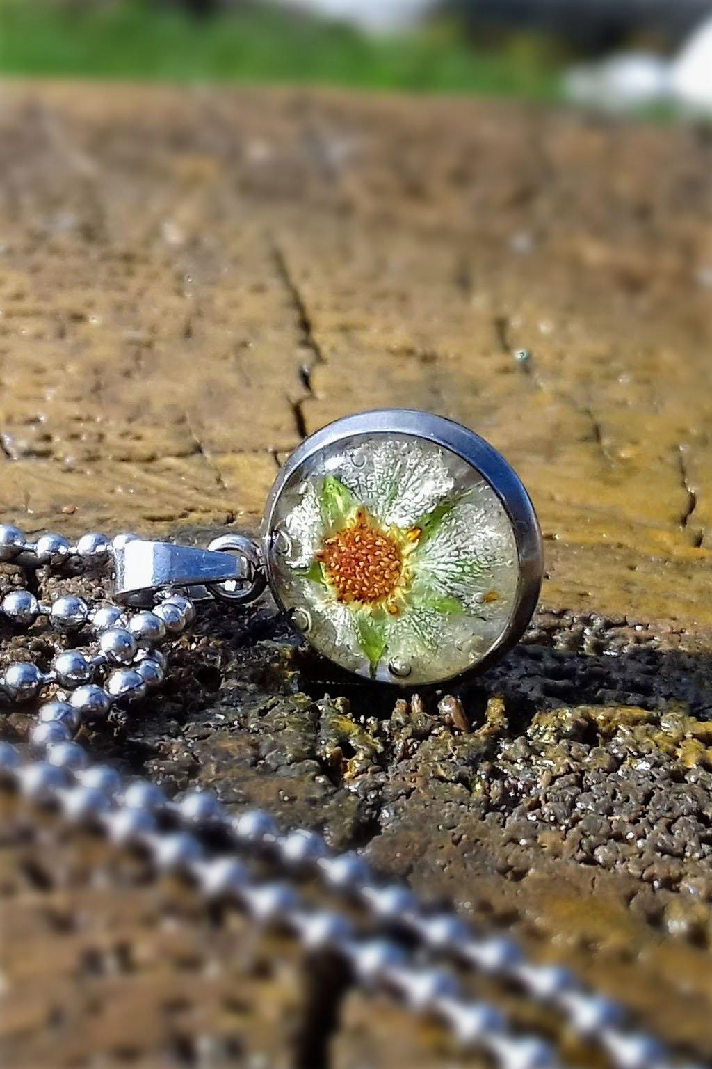 Náhrdelník KAAPO s květem Jahodníku