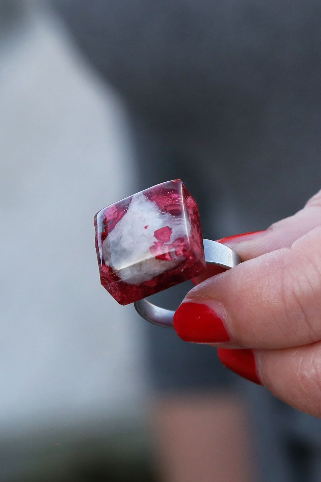 Prsten Kaapo s šumavským kamínkem a muškátovými květy