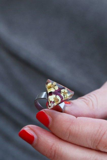 Prsten Kaapo s kvítky Jahodníku a Dlužichou