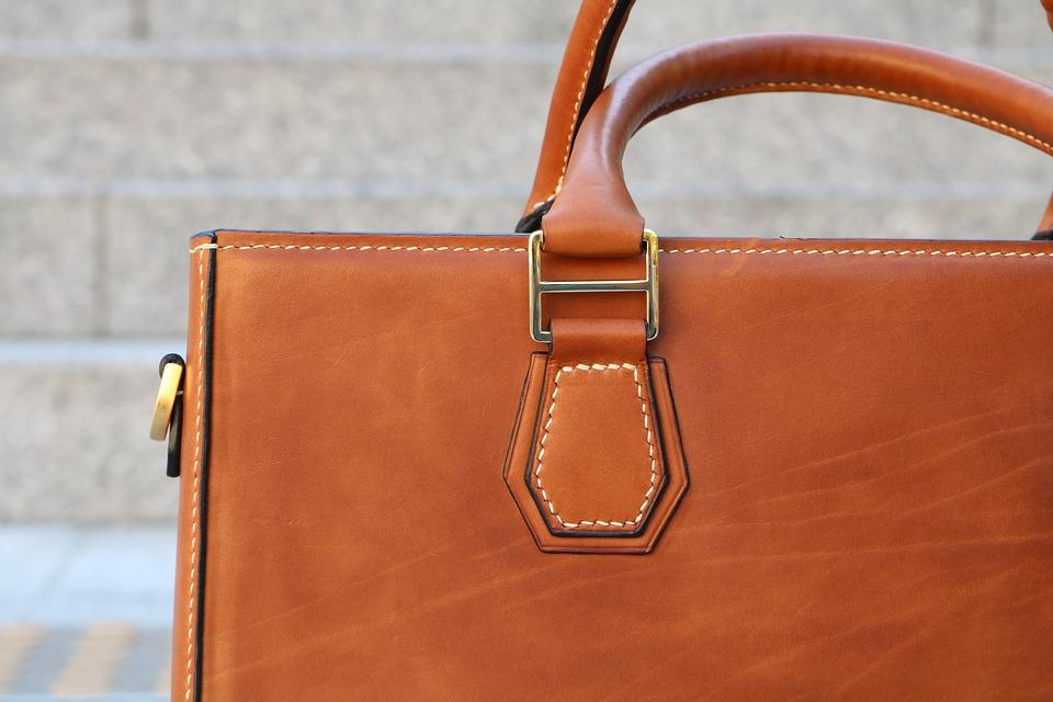 Ako si vybrať peknú dámsku kabelku