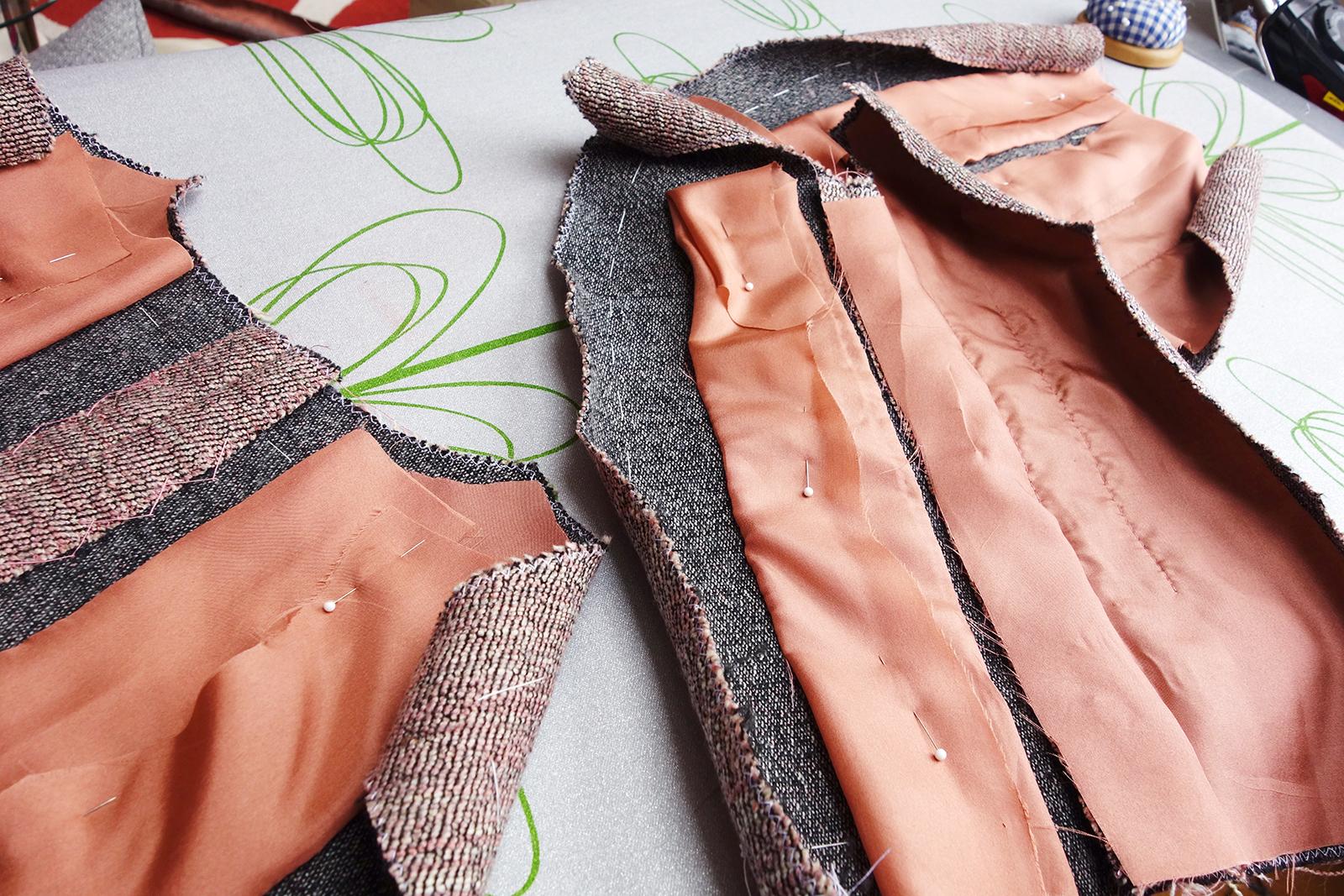 Vlněný kostýmek ve stylu Chanel: spousta hodin ruční práce