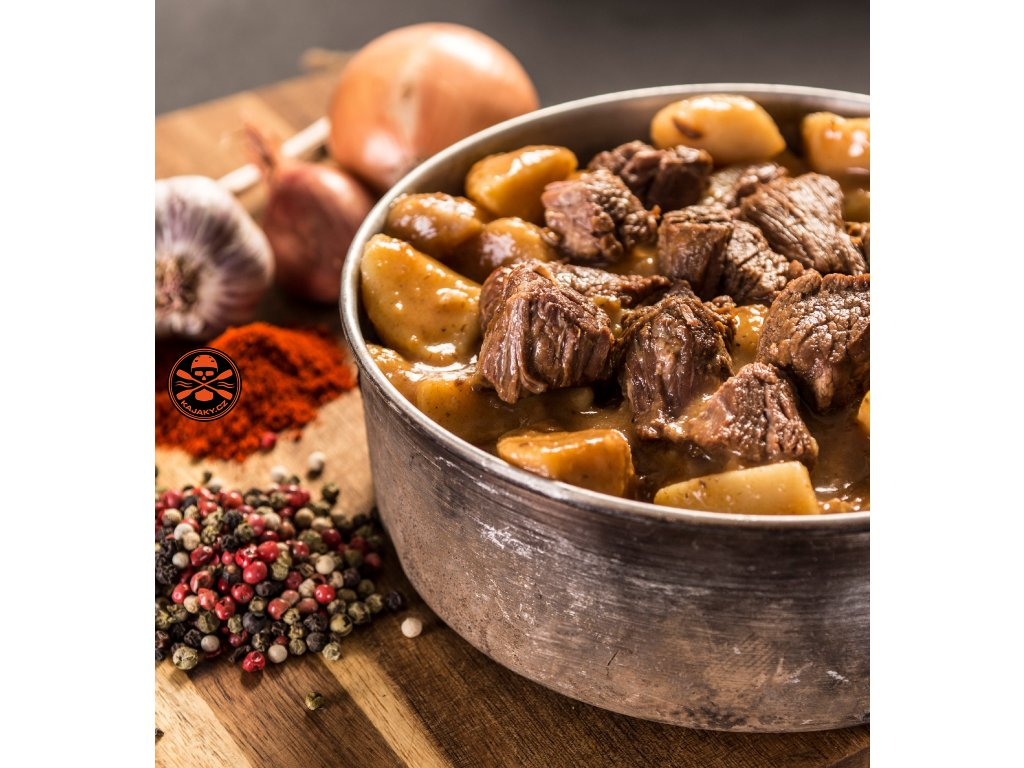Beef goulash with potatoes f