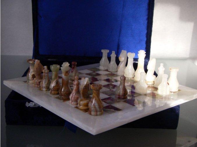Kamenné šachy z pákistánského aragonitu