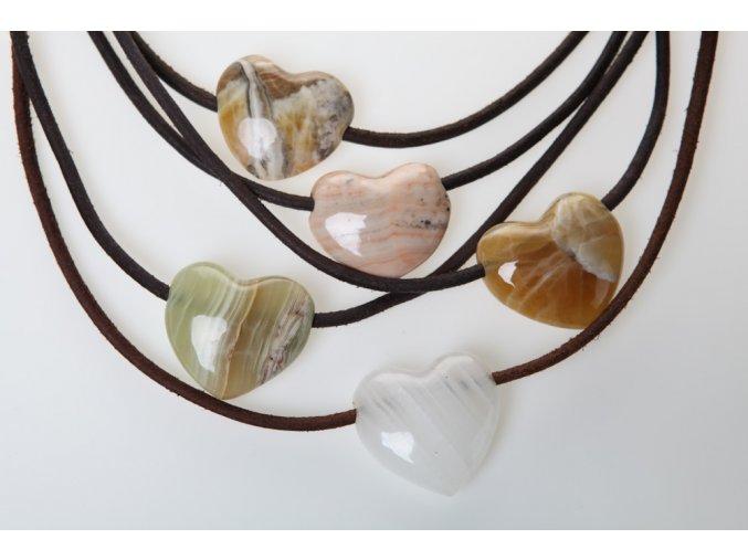 Náhrdelníky s kamenem ve tvaru srdce