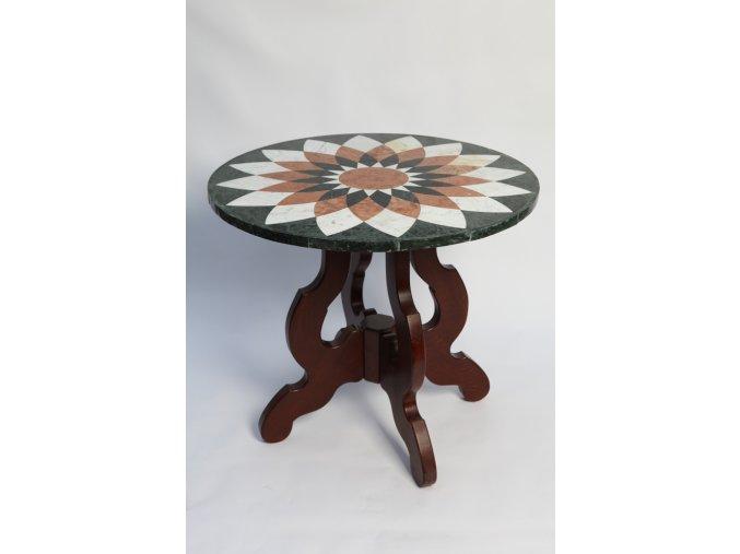 Intarzovaný stůl z různých druhů kamene