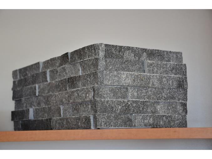 Mramor čierny remienkový panel - rohový prvok