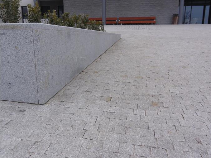 Lipnická žula, řezaná mozaika 6x6