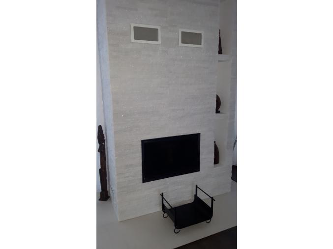 Mramor kryštál - remienkový kamenný obklad/panel