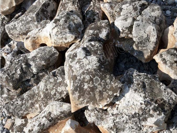 Vápenec kvapel - kusový kameň pr. rôzne