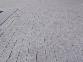 Lipnická žula šedá, mozaika řezaná 6x6